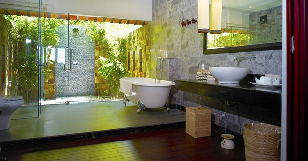 Metro market news latest luxury home trend the indoor for Indoor outdoor bathroom design ideas